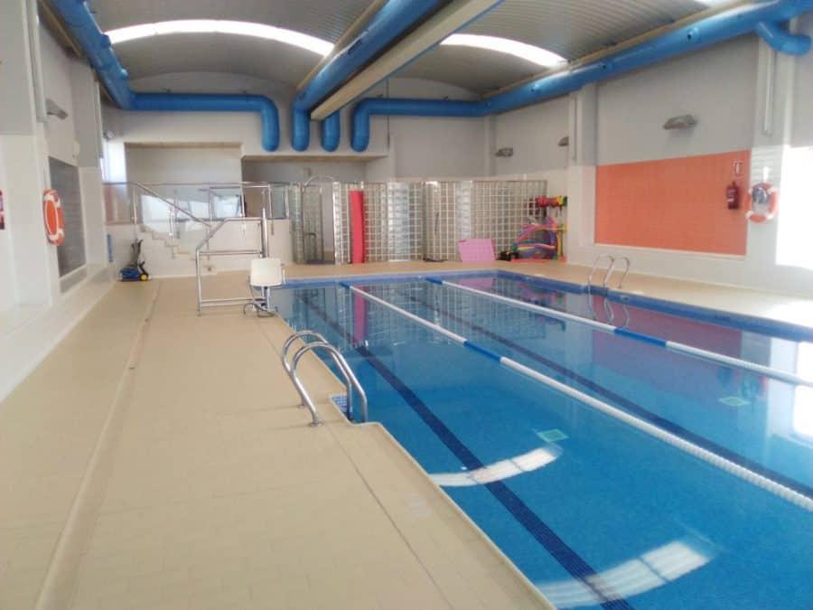 Hozona busca renovar el gimnasio de robres gente con for Temperatura piscina climatizada