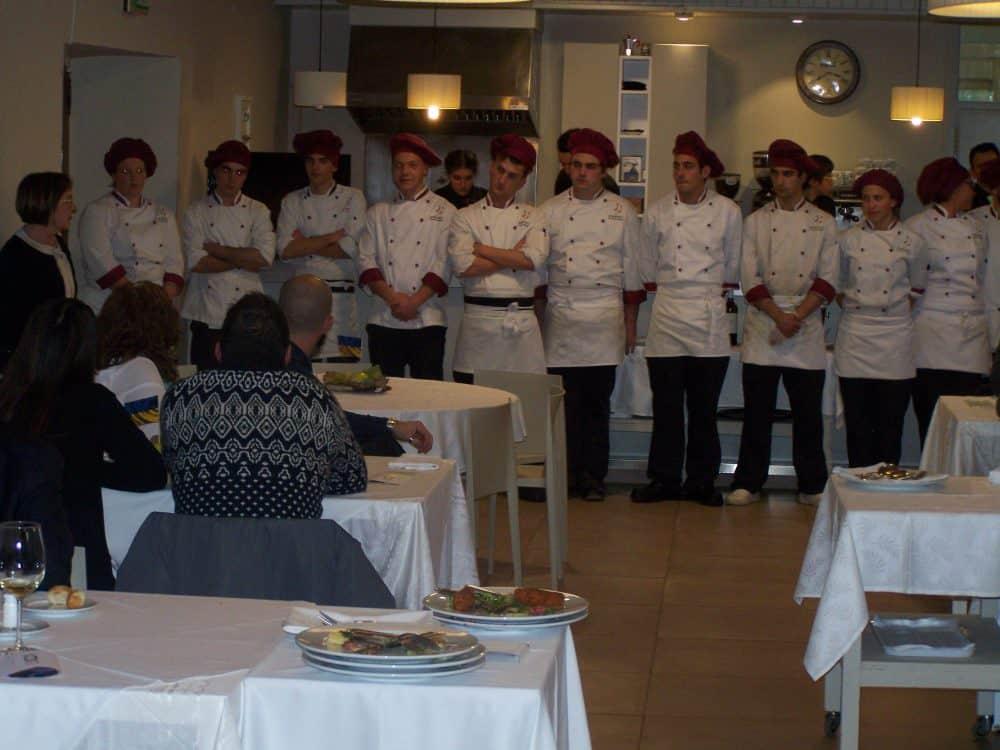 Los talleres de gastronom a viajan a la escuela de - Escuela de cocina zaragoza ...