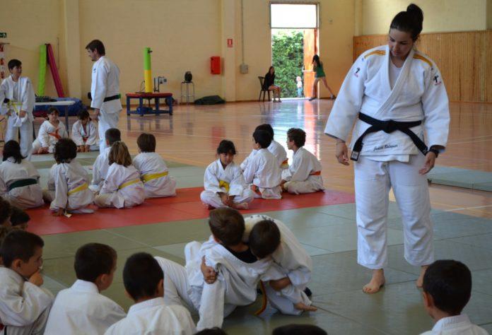 Judith Balaguer con algunos de los participantes (Foto: Servicio especial)
