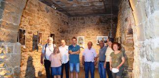 Representantes de las entidades colaboradoras en el montaje de la exposición (Foto: Angel Gayúbar)