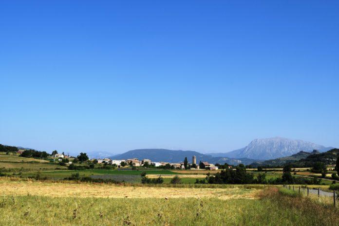 Vista de Cajigar, una de las localidades que se incorporana la línea de ayudas pr la presencia del osos y del lobo (Foto: Angel Gayúbar)