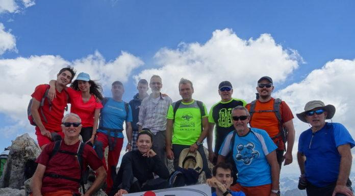 Excursionistas del CER en la cima del Russell (Foto: CER)