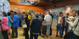 Artistas y público asistente a la inauguración de la exposición (Foto: Héctor Rodríguez)
