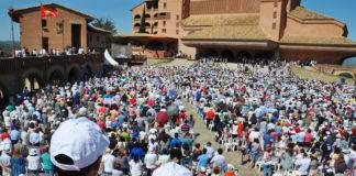 Aspecto d ela explanada del Santuario en la Jornada Mariana de la Familia de Torreciudad (Foto: J.A. Arregui)