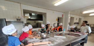 Los jóvenes aprendices de cocinero en uno de los talleres realizados (Foto: Servicio especial)