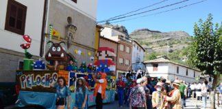 Una de las carrozas participantes en el desfile grausino (Foto: Angel Gayúbar)