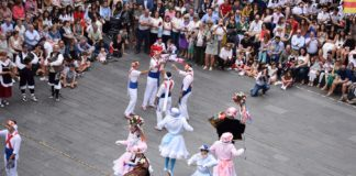 Los danzantes han vuelto a recoger unánimes aplausos por su actuación (Foto: Angel Gayúbar)