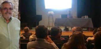 El ponente ante los asistentes a la charla coloquio celebrada en la Casa de la Cultura de Graus (Foto: Servicio especial)