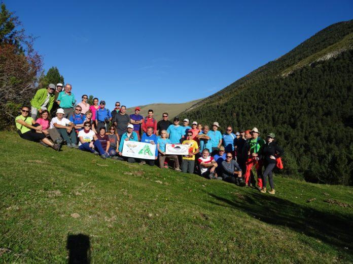 Excursionistas participantes en una foto de grupo (Foto: CER)
