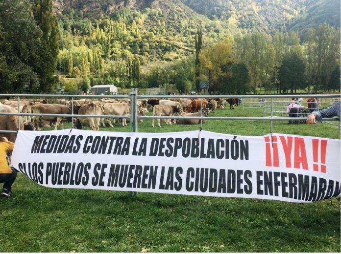 Pancarta reivindicativa en el recinto ferial durante el certamen de 2018 (Foto: Angel Gayúbar)