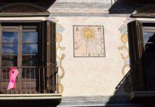 Reloj de sol en la fachada de Casa Heredia (Foto: Angel Gayúbar)