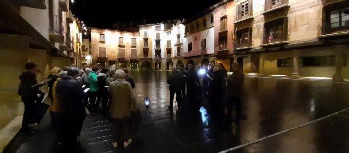 Los participantes en el Rosario de la Aurora en la Plaza Mayor grausina (Foto: Servicio especial)
