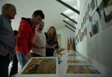 El jurado analizando las fotos presentadas a concurso (Foto: Esther Cereza)