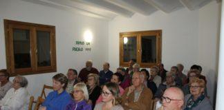 Imagen de los asistentes a la charla (Foto: Angel Gayúbar)