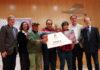 La delegación de El remós recibiendo el Premio Aragón Solidario (Foto: Servicio especial)