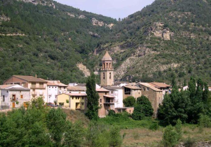 Vista de Perarrúa, una de las localidades donde se van a celebrar estos cursos (Foto: Angel Gayúbar)