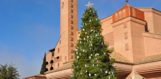 460 ángeles de la Ribagorza en el árbol de Navidad de Torreciudad (Foto: J.A. Arregui)