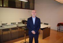 Javier Cinca momentos antes de recibir el acta de concejal en Graus (Foto: Angel Gayúbar)