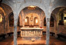 Cripta de la catedral de Roda en la que se guardan los restos de San Valero (Foto: Angel Gayúbar)