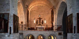 Retratos de obispos rotenses en la catedral de San Vicente y cripta en la que se guardan los restos de san Valero (Foto: Angel Gayúbar)