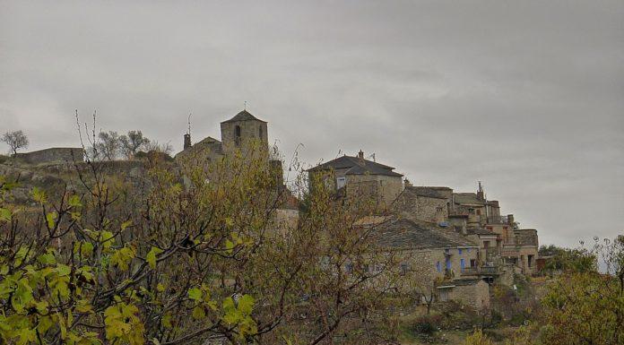 Uno de los pequeños pueblos casi vacíos que sobreviven en el Alto Aragón rural (Foto: Servicio especial)