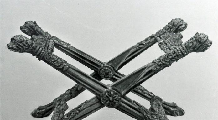 Imagen de la silla de san Ramón antes de ser brutalmente troceada (Foto: Patrimonio de Huesca)