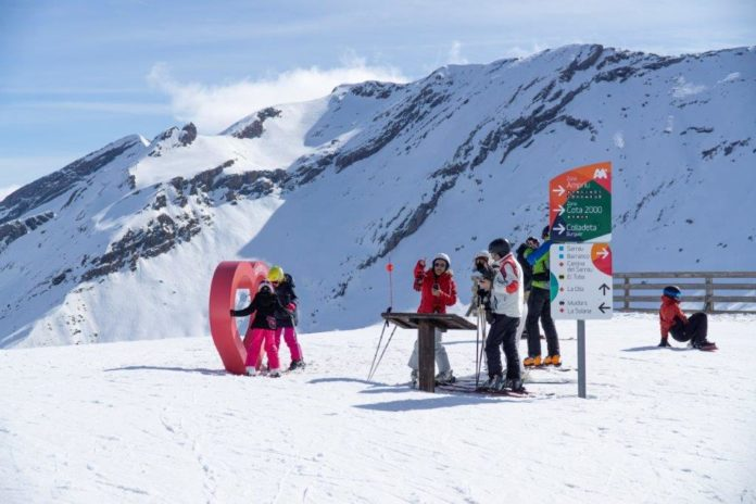 Esquiadores en Cerler este miércoles (Foto: Aramón)