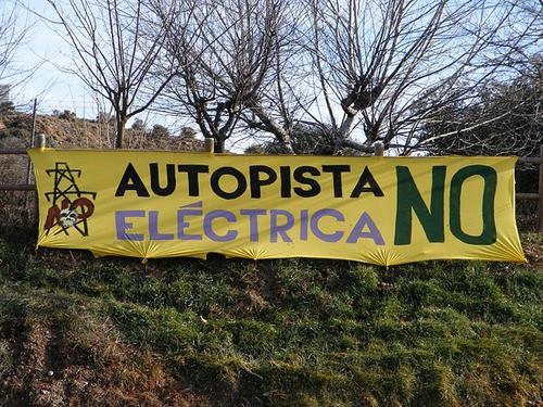 Pancarta contra la Línea Eléctrica en Ribagorza (Foto: PUCLAE)