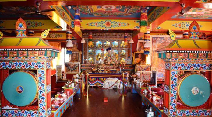 El templo, estos días vacío, de la comunidad monástica de Panillo (Foto: Angel Gayúbar)